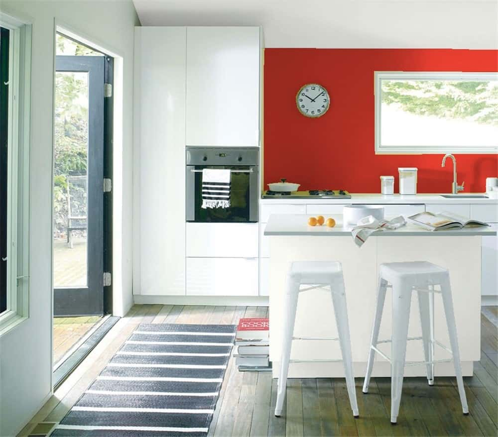red-accent-wall-kitchen - HomeSquare